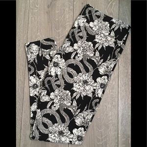Lularoe TC2 Leggings snake roses floral brand New